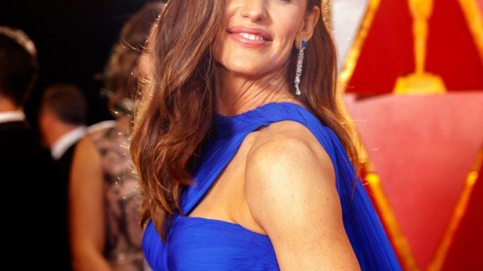 Where's Jennifer Garner today? Bio: Kids, Net Worth, Dating, Husband