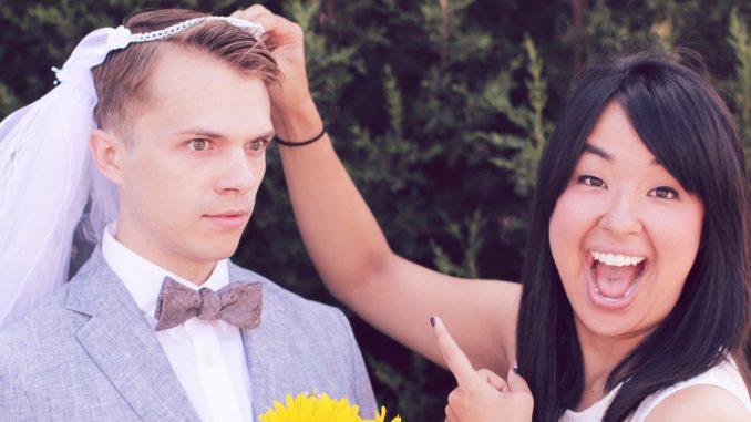 Who is Is Andrew Ilnyckyj? Bio: Married, Dating, Single, Affair, Children