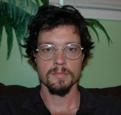 Evan Ratliff wearing a spectacles with short beard.