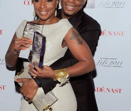 Kendu Isaacs got married to Mary J Blige on December 7, 2003.