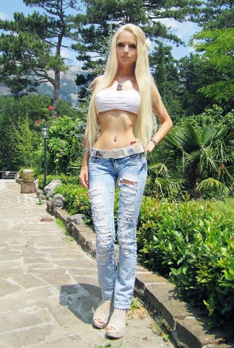 Valeria Lukyanova has net worth of $500k.
