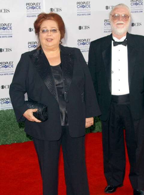 Conchata Ferrell giving a pose along with her husband, Arnie Anderson in an event.