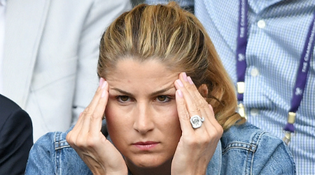 Mirka Federer's engagement ring is made by 24 carat diamond with a rose gold band.