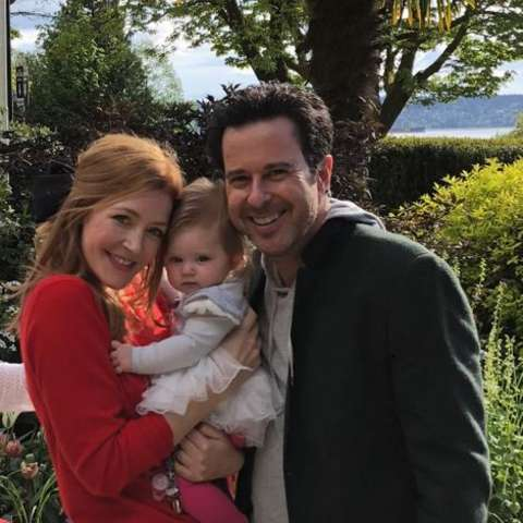 Jennifer Finnigan giving a pose along side her husband and daughter Ella.