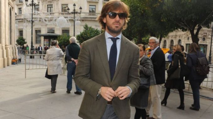 Rosauro Varo Rodriguez in a grey suit walks around the streets.