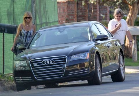 Goldie Hawn clicked along with her car Audi A8 car.