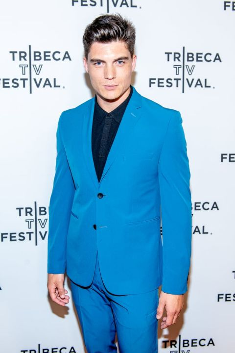 Zane Holtz giving a pose in an event.