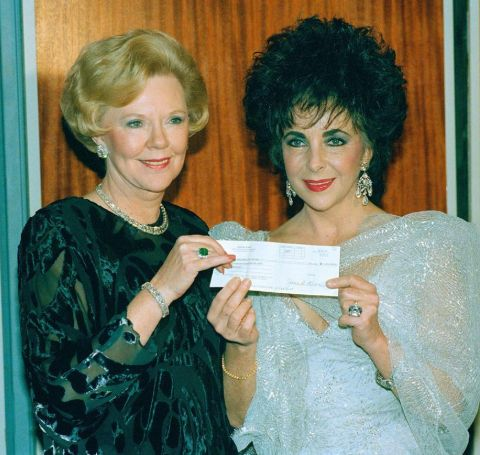 Joan Kroc has a daughter, Linda Smith with her first husband.