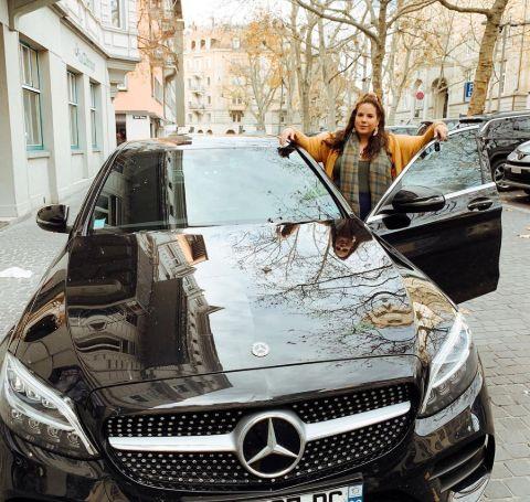 Whitney Way Thore own a  Mercedes Benz.