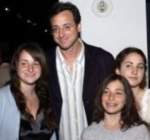 Jennifer Belle Saget poses alongside her dad and sisters.