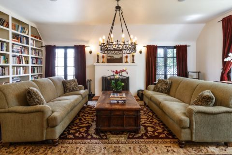 Picture of Abigail Spencer's living room from her house of California.