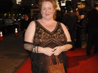 Rusty Schwimmer successfully accumulated an income of $3 million from her career.