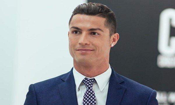Cristiano Ronaldo Bio, Age, Weight, Height, Controversies, Net worth & Family