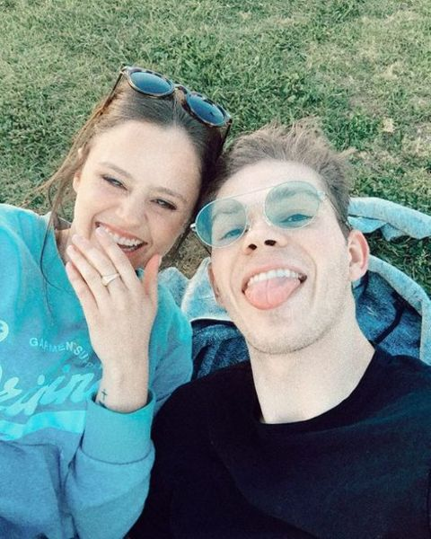 Daniel Diemer taking a selfie with his girlfriend, Larissa Dias.