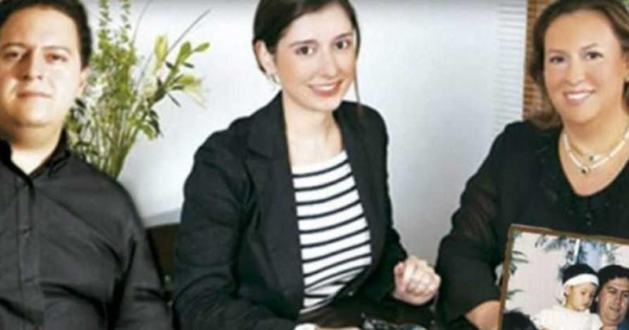 Manuela Escobar parents