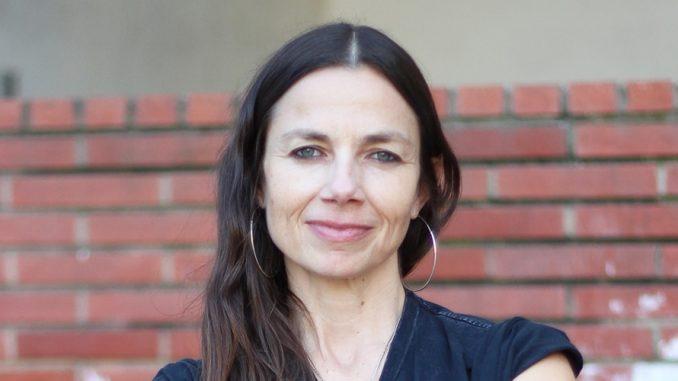 What Happened To Justine Bateman? Net Worth, Husband, Wiki