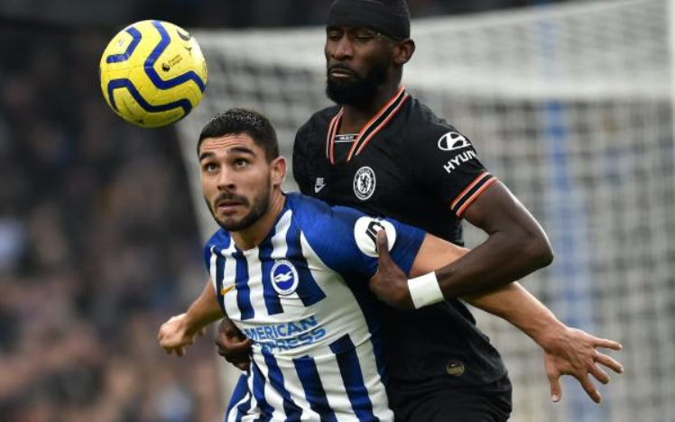 Neal Maupay against the opponent