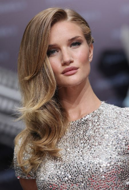 The Snippet of Gorgeous Looking Rosie Huntington Whiteley