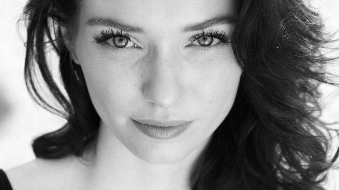 Eleanor Tomlinson Wiki-Bio, Age, Height, Boyfriend, Net Worth, Movies, and more
