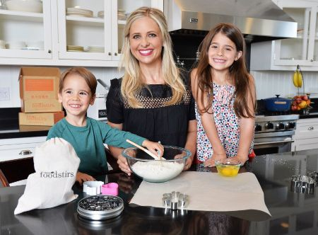 Sarah Michelle Prinze with her adorable Children