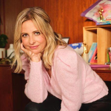 Isn't the 43-year-old actress beautiful?