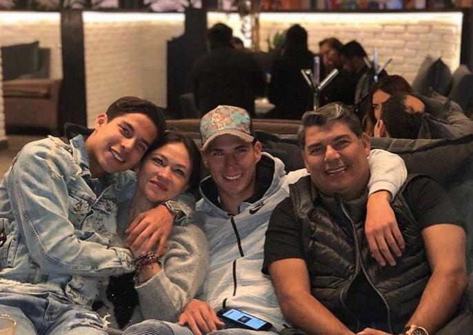 Diego Lainez family
