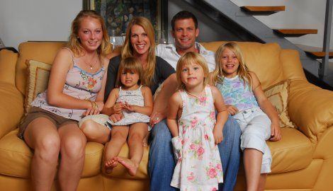 India Oxenberg with her family