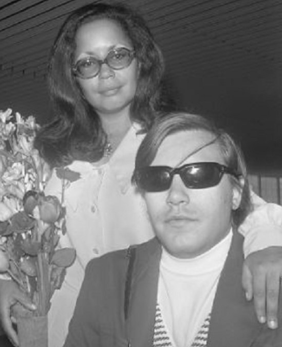 Jose Feliciano first wife