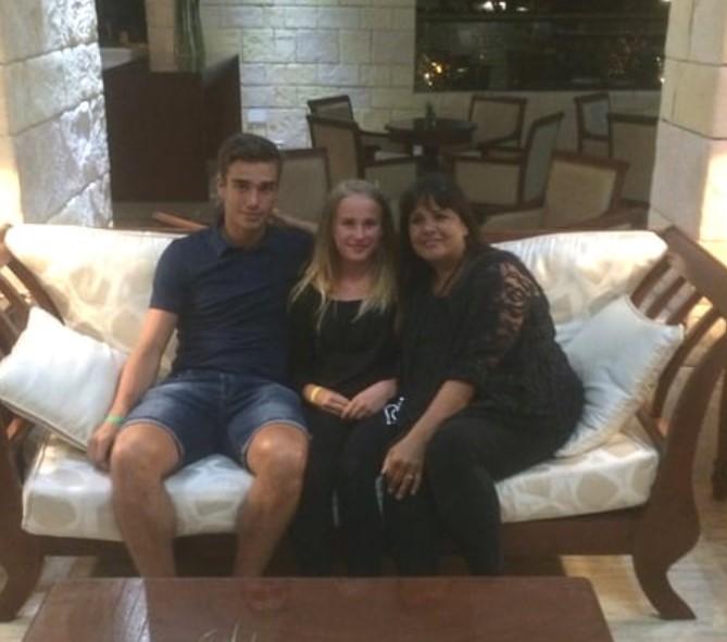 Harry Winks family