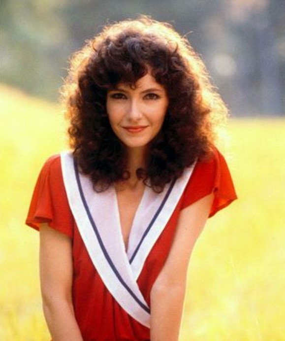 Mary Steenburgen young