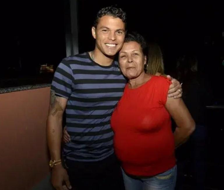 Thiago Silva mother