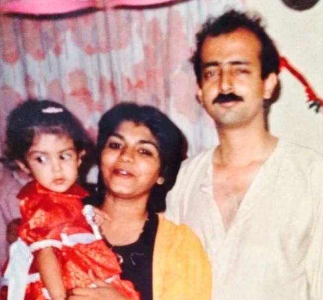 Rhea Chakraborty parents