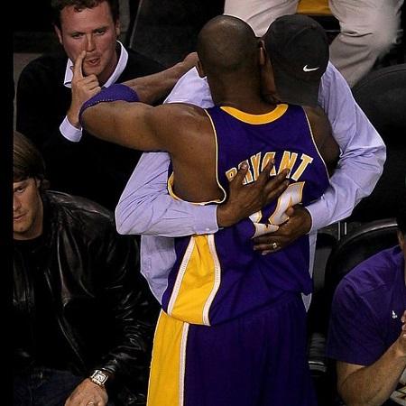 Joe Bryant and his son Kobe Bryant hugging