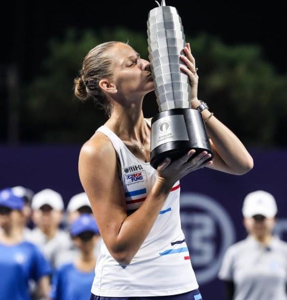 Karolina Pliskova With Her Trophy