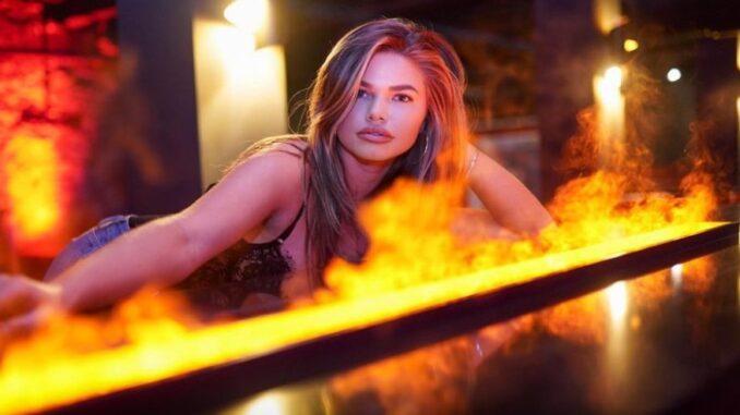 Sydney Raines model