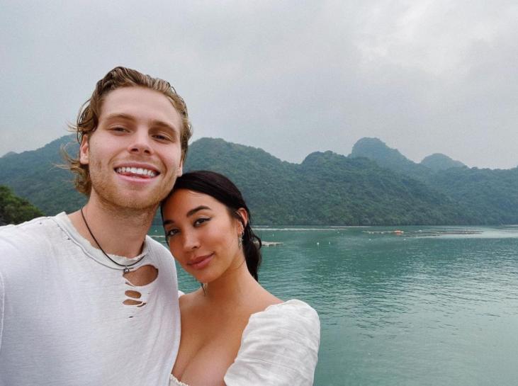 Luke Hemmings is engaged to his girlfriend Sierra Deaton