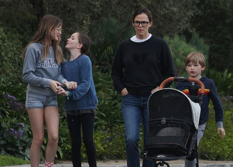 Violet with her mom and siblings