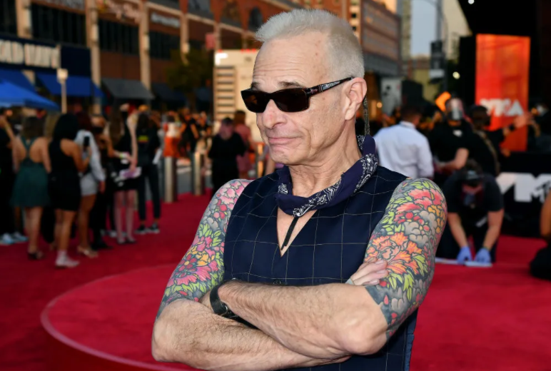 David Lee Roth is also recognized as 'Diamond Dave'